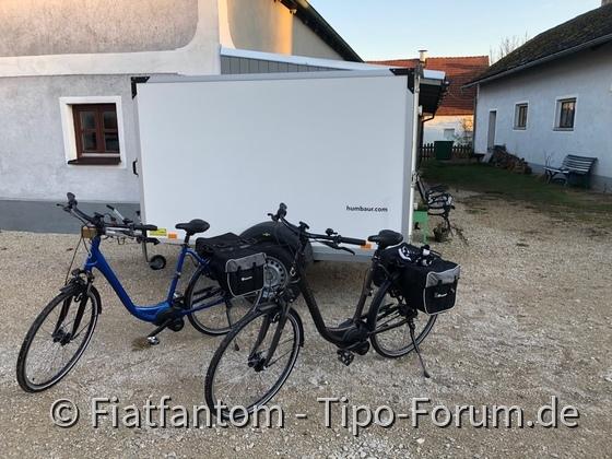 Anhänger + E Bikes