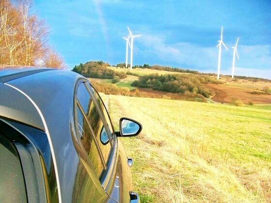 ...und Tipo fuhr zum Regenbogen bei den großen Windmühlen.