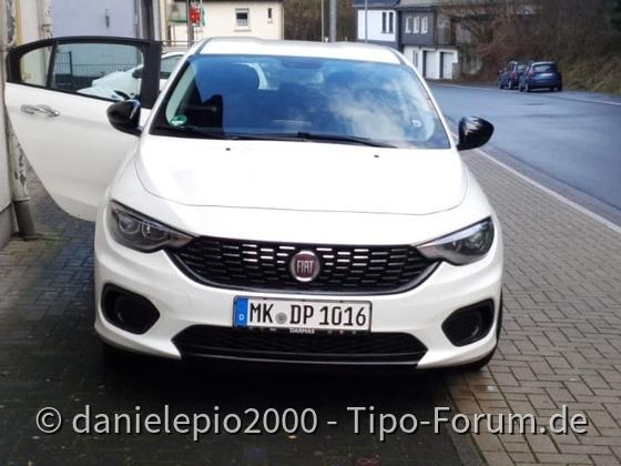 Fiat Tipo Frontlippe und Außenspiegel foliert